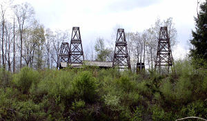 Just under the railway bridge across Oil Creek you'll see some replicated derricks of the Benninghoff Farm Tableau